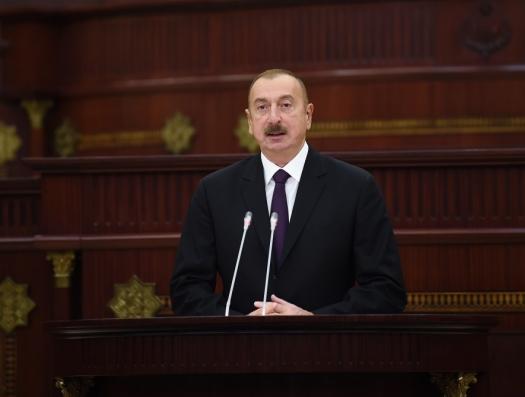 Ильхам Алиев выступает в Милли Меджлисе