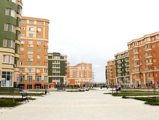 Yeni Bakı строили и рекламировали. А он-то незаконный!