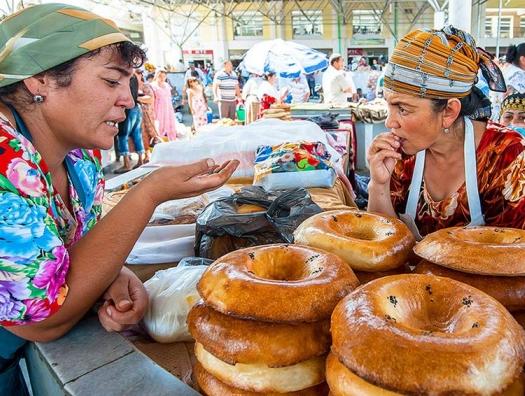 Оголодавших туркменов штрафуют за покупку еды