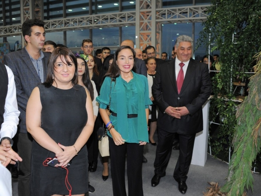Лейла Алиева на экологической выставке в Баку