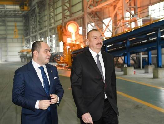 Президент Ильхам Алиев посмотрел новый завод Расима Мамедова