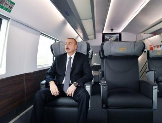 Ильхам Алиев вернулся в Баку на поезде