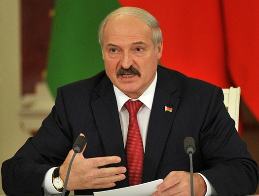 Лукашенко сказал, что готов защищать Азербайджан в центре Европы