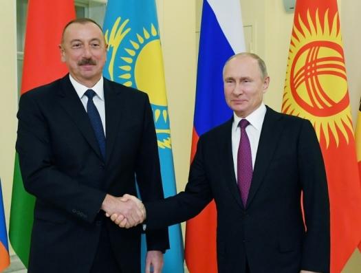 Путин встретил Алиева в библиотеке