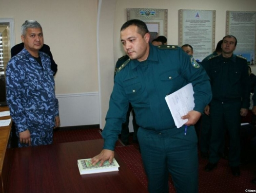 Полицейские поклялись на Коране не брать взятки