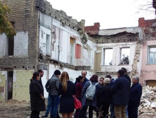 Снесли архитектурный дом, жильцов обрекли на бомжевание... и заявили: «Это ошибка! Мы все восстановим»