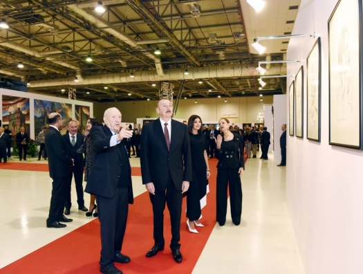 Алиевы на выставке Таира Салахова