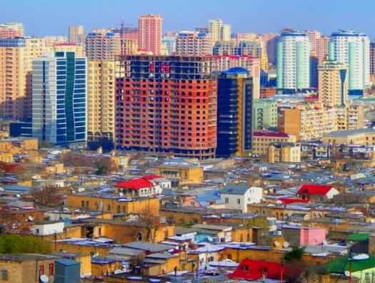 «Почему архитекторы так уродуют наш Баку?»