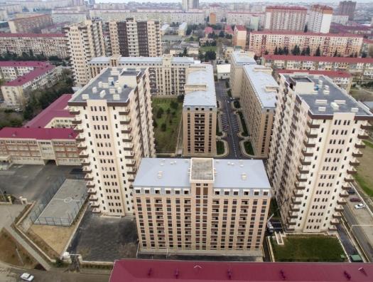 Алиевы на открытии жилого комплекса для вынужденных переселенцев в Сумгаите