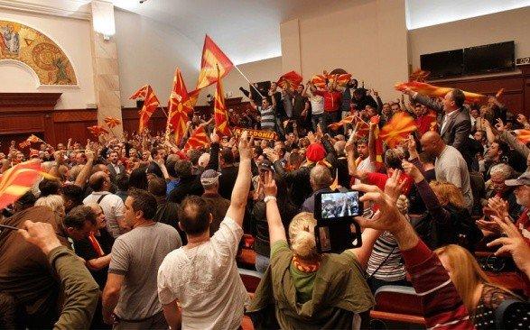 Парламент Македонии проголосовал заизменение Конституции для переименования страны