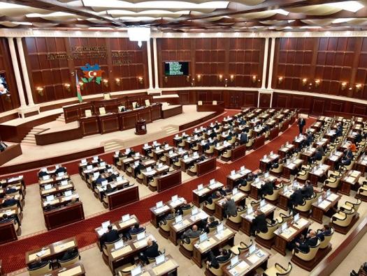Азербайджанский депутат предложил отменить 12 месяцев