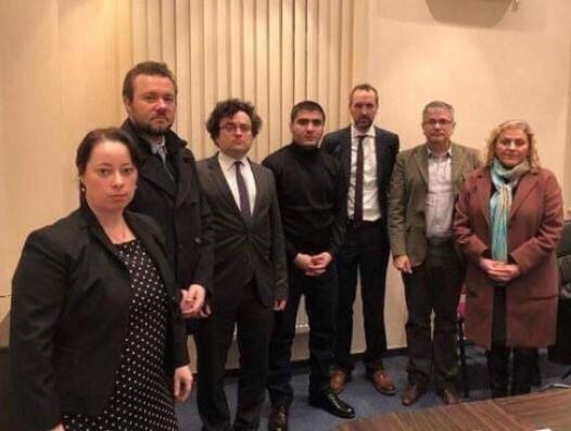 Эмин Гусейнов назвал европейских дипломатов идиотами, которые работают на Азербайджан