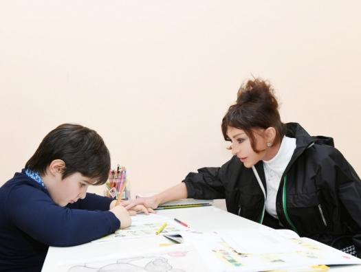 Мехрибан Алиева в Детском психоневрологическом центре