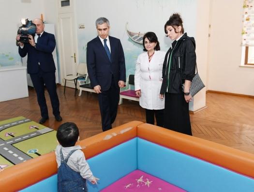 Мехрибан Алиева с воспитанниками детского дома