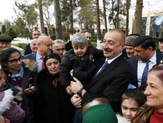 Ильхам Алиев спел патриотическую песню с бейлаганцами