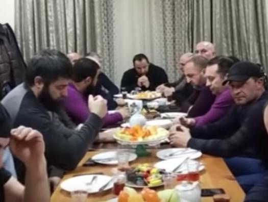 Азербайджанцы и чеченцы собрались за одним столом