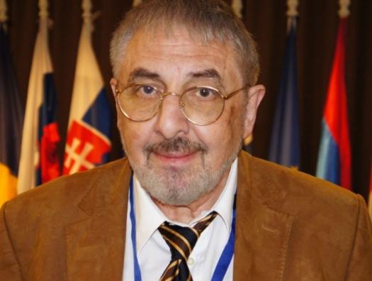Американский аналитик о том, как Азербайджан не мешает России, но помогает Западу