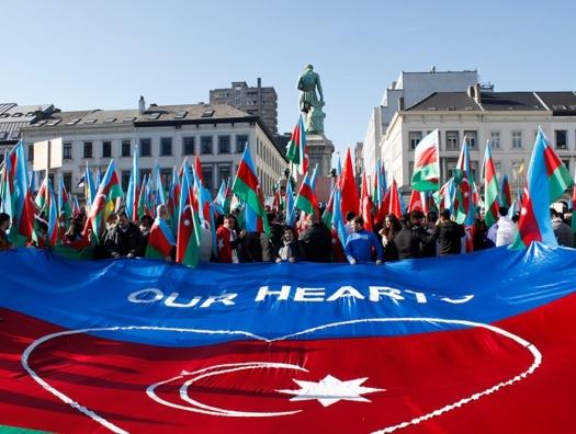 Митинг азербайджанцев в Брюсселе