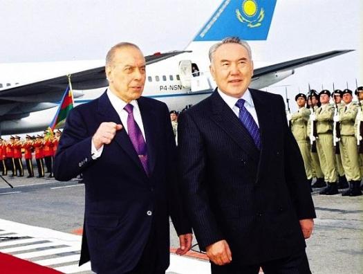 Назарбаев ушел, чтобы остаться