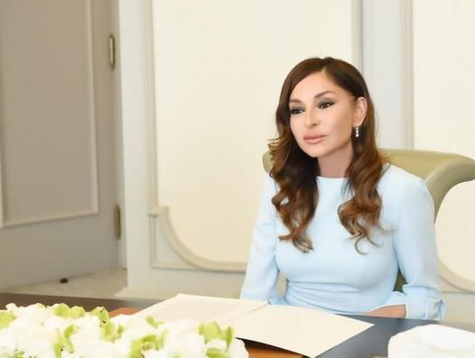 Мехрибан Алиева поздравила Даригу Назарбаеву