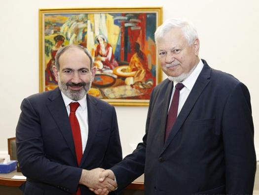 Каспшик обсудил с Пашиняном Карабах