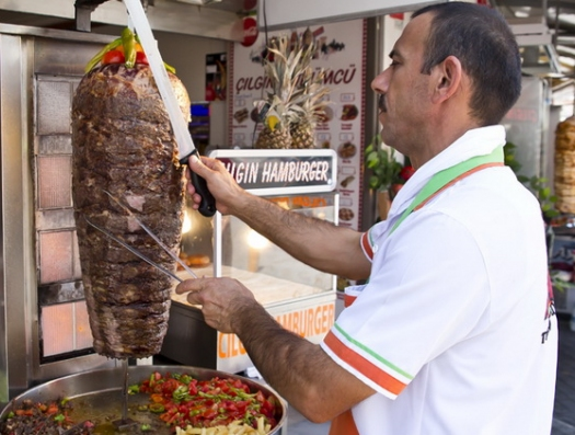 Как, скажите, донер из мяса по 12 манатов может стоить всего 1 манат?