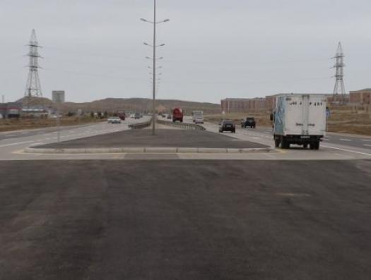 Полетел и асфальт на дороге Баку-Газах