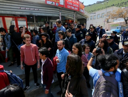 Полиция пресекла в Баку акцию в память о погибшей школьнице
