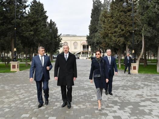 Алиевы на открытии парка Нефтяников