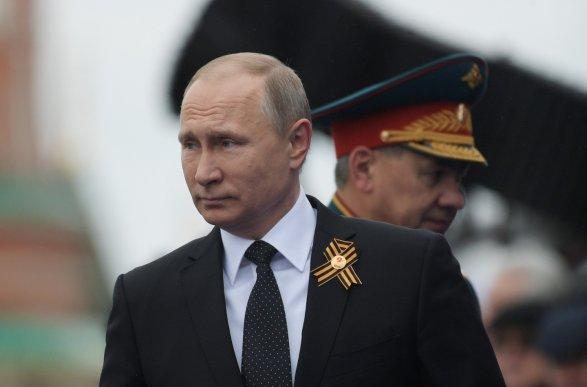 Песков пояснил , почему Путин непоздравил Зеленского сДнем Победы