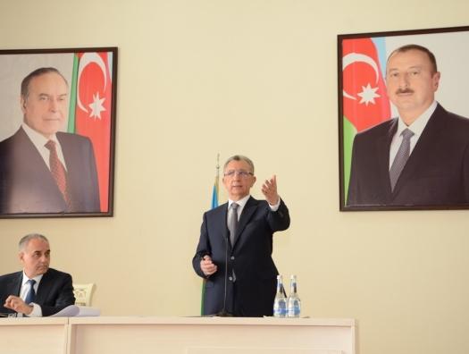 Эльдар Азизов выслушал проблемы жителей Бинагади