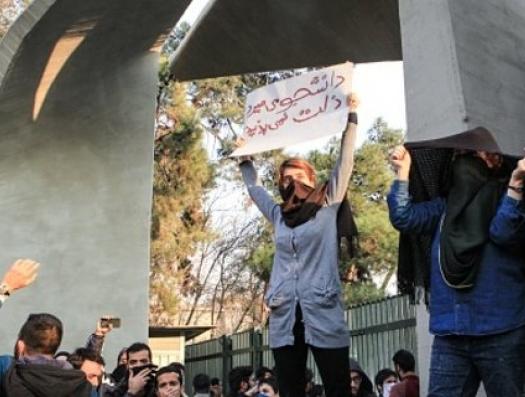 Иранская молодежь теряет веру в систему