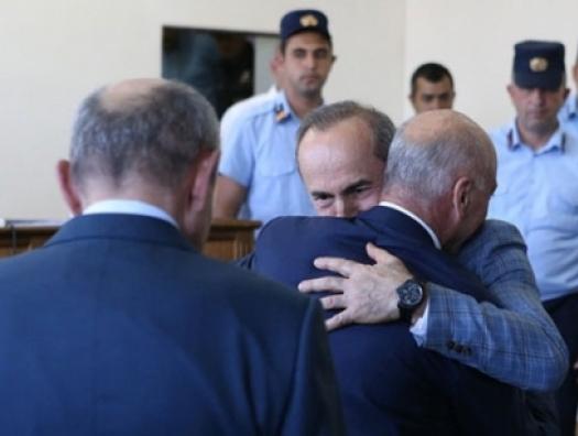 Кочарян на свободе: Ереван охватили протесты