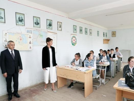 Мехрибан Алиева в поселке Кюрдаханы
