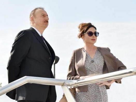 Алиевы на открытии парка в Баку