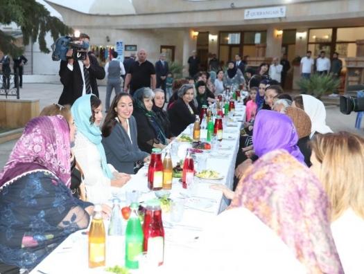 Мехрибан Алиева приняла участие в ифтаре