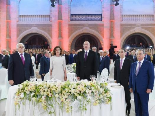 Алиевы на приеме в честь Дня Республики