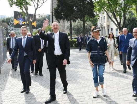 Алиевы на Бакинском бульваре