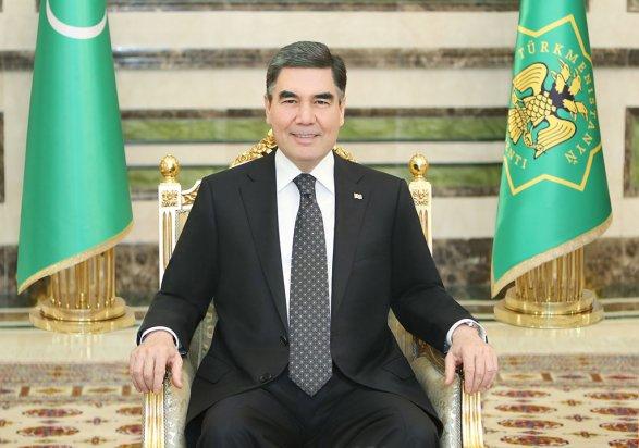 Президент Туркмении подарил Медведеву алабая