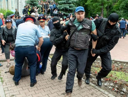 Беспорядки в Казахстане: сотни задержанных