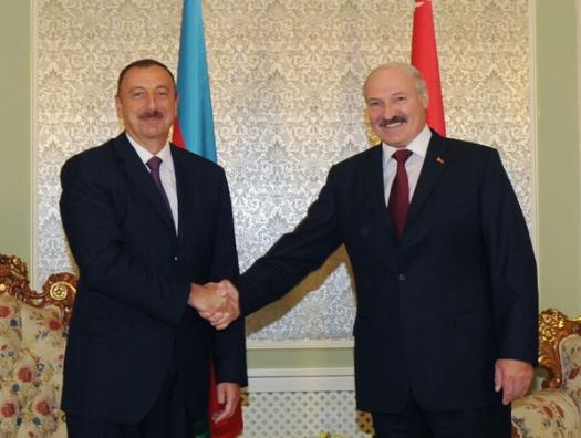 Ильхам Алиев позвонил Лукашенко
