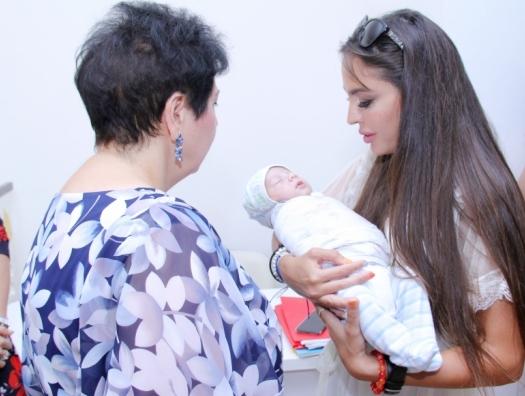 Лейла Алиева навестила малышей