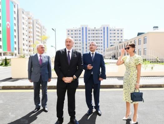 Алиевы на открытии жилого комплекса для вынужденных переселенцев