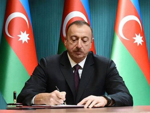 Ильхам Алиев наградил Эльмара Мамедъярова, Полада Бюльбюльоглу и других дипломатов