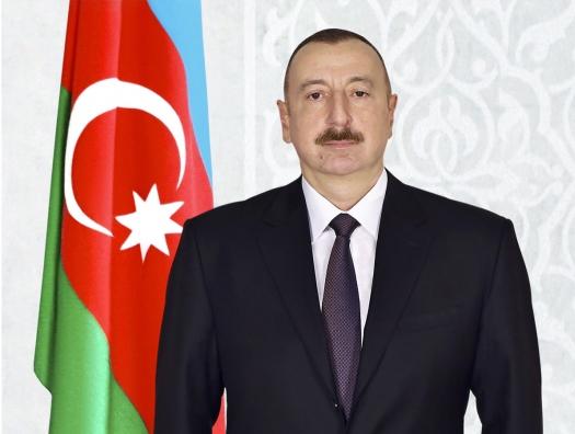 Ильхам Алиев поздравил Макрона