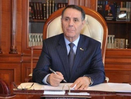 Премьер-министр взялся за перо... и показал, что Алиевы сделали для Азербайджана