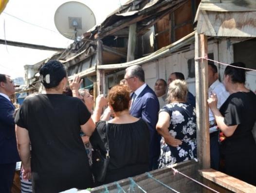 Эльдар Азизов вошел в разваленный дом... Но жильцы отказались от эвакуации