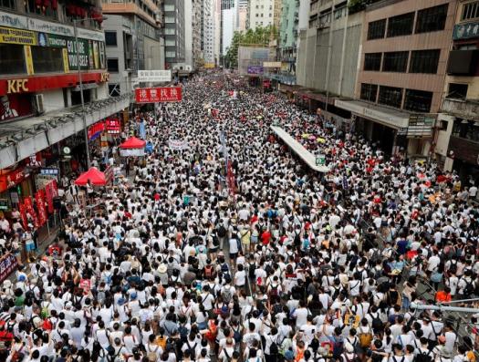 Десять дней митинги сотрясают Гонконг