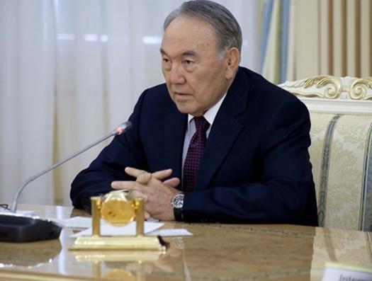 Назарбаев снова вышел к народу