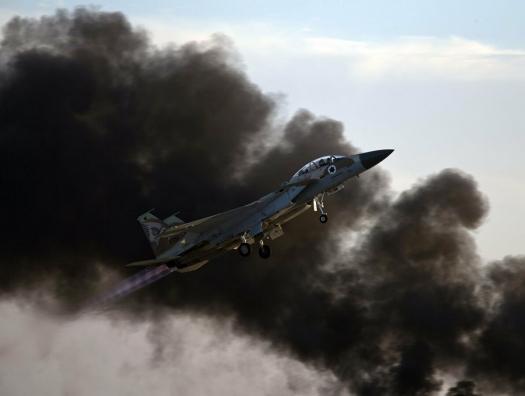 Израиль бомбит войска Ирана